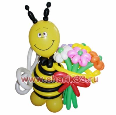 Пчелка с букетом 5 цветов