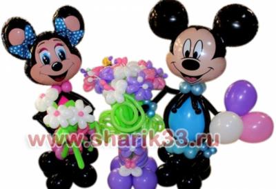 Микки-Маусы со стойкой из цветов