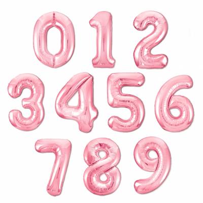 Нежно-розовые цифры из фольги