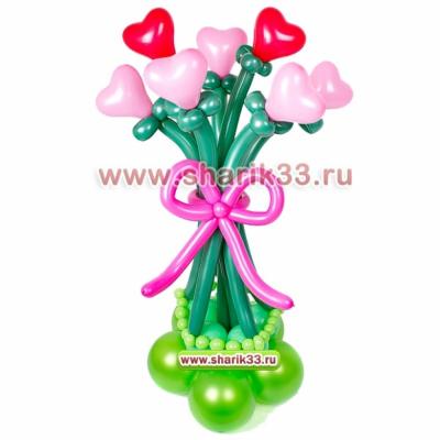 Стойка с цветами из сердечек