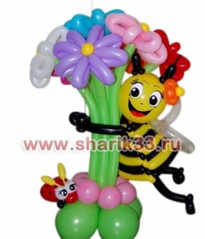 Пчелка с букетом и божьей коровкой