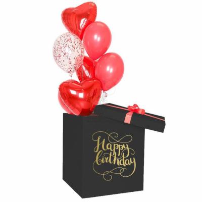 Черная коробка-сюрприз с красными шарами