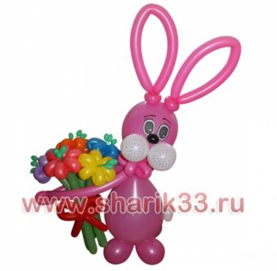 Зайчик с букетом (5 цветков)