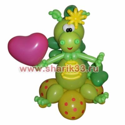 Милый динозавр с сердечком