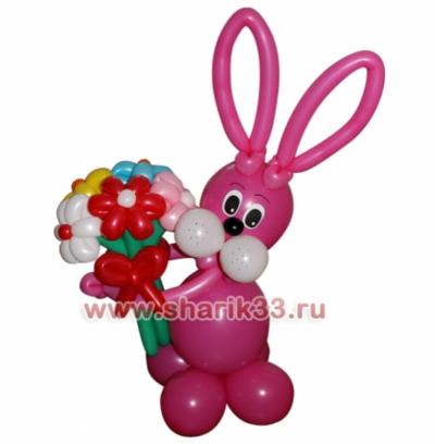 Розовый заяц с букетом (5 цветочков)