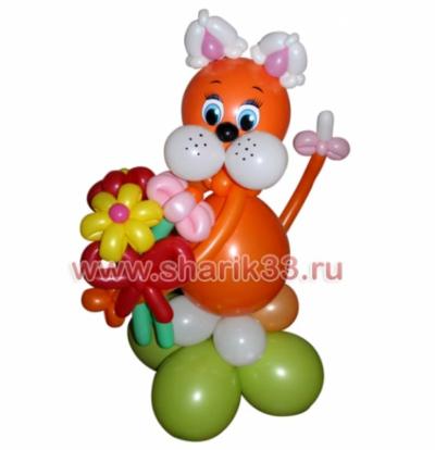 Рыжий кот с цветами
