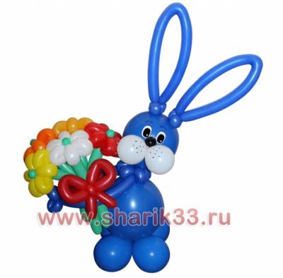 Синий зайчик с букетом