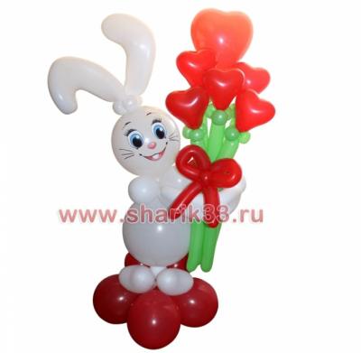 Заяц с букетом из сердечек
