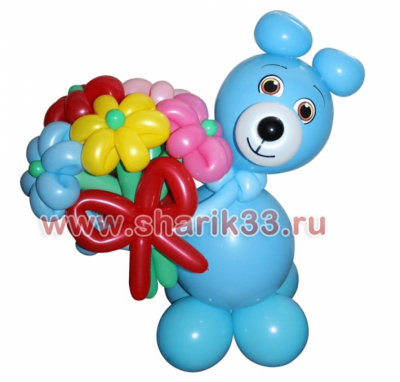 Голубой мишка с цветами
