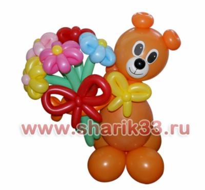 Мишка с букетом (5 цветков)