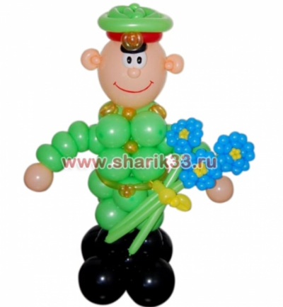 Солдат с цветами