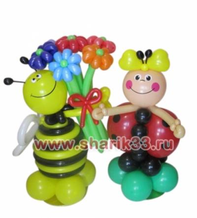 Пчелка и божья коровка с букетом